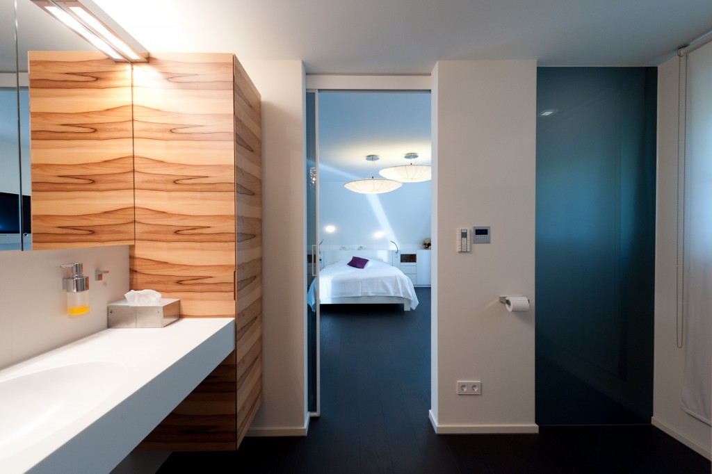 Badezimmer Blick ins Schlafzimmer01
