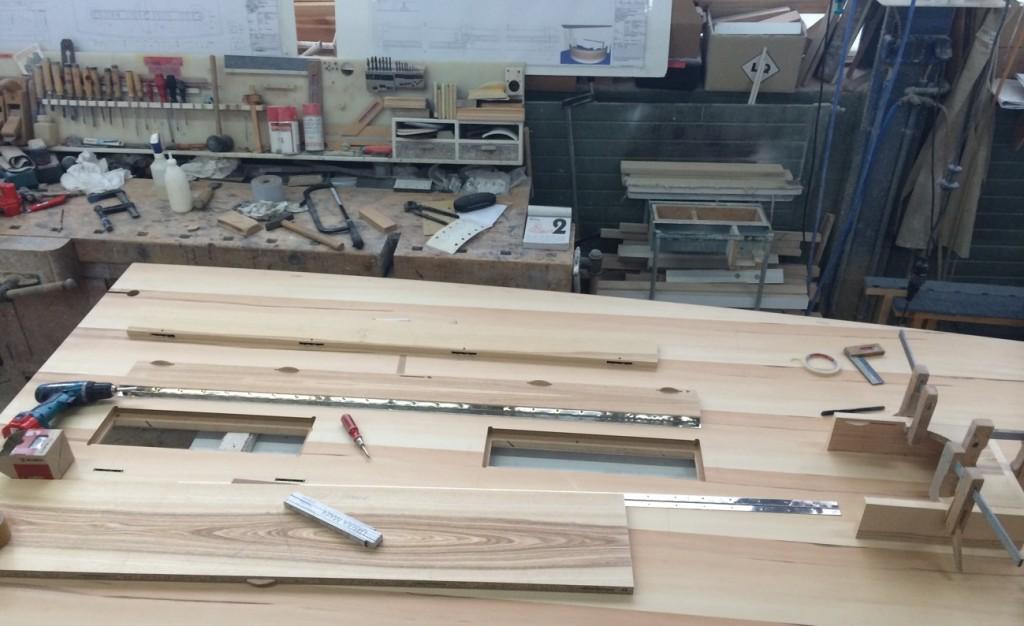 Konferenztisch Work in Priocess. Dieser Tisch ist 8 Meter lang und mit Oliveesche belegt