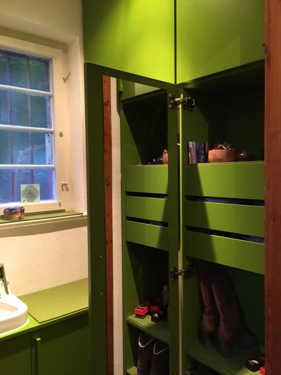 Flur und Garderobe mit Waschbecken02.JPG