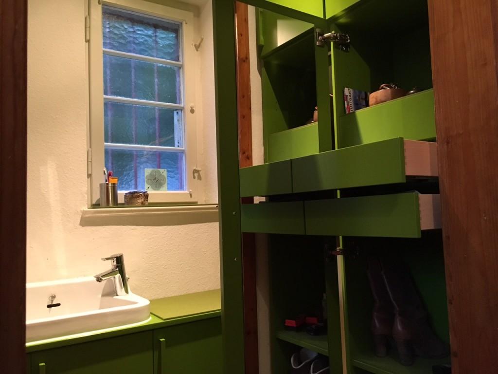 Flur und Garderobe mit Waschbecken03.JPG