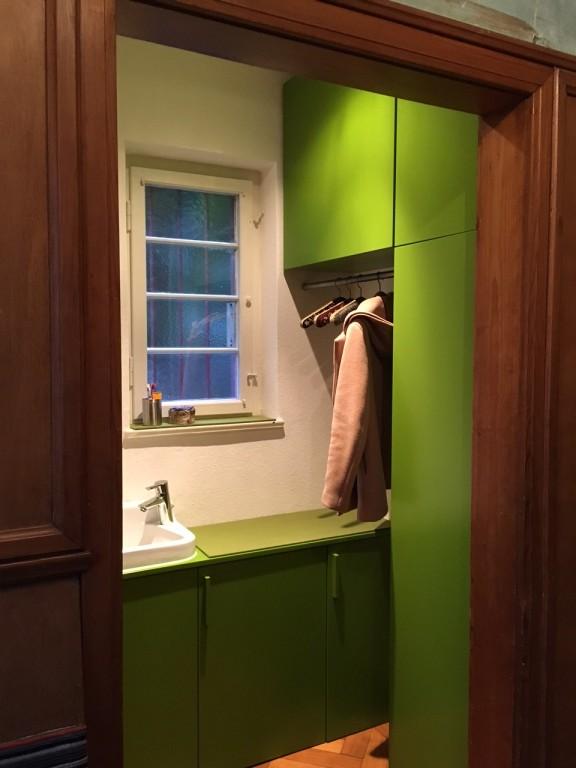 Flur und Garderobe mit Waschbecken04