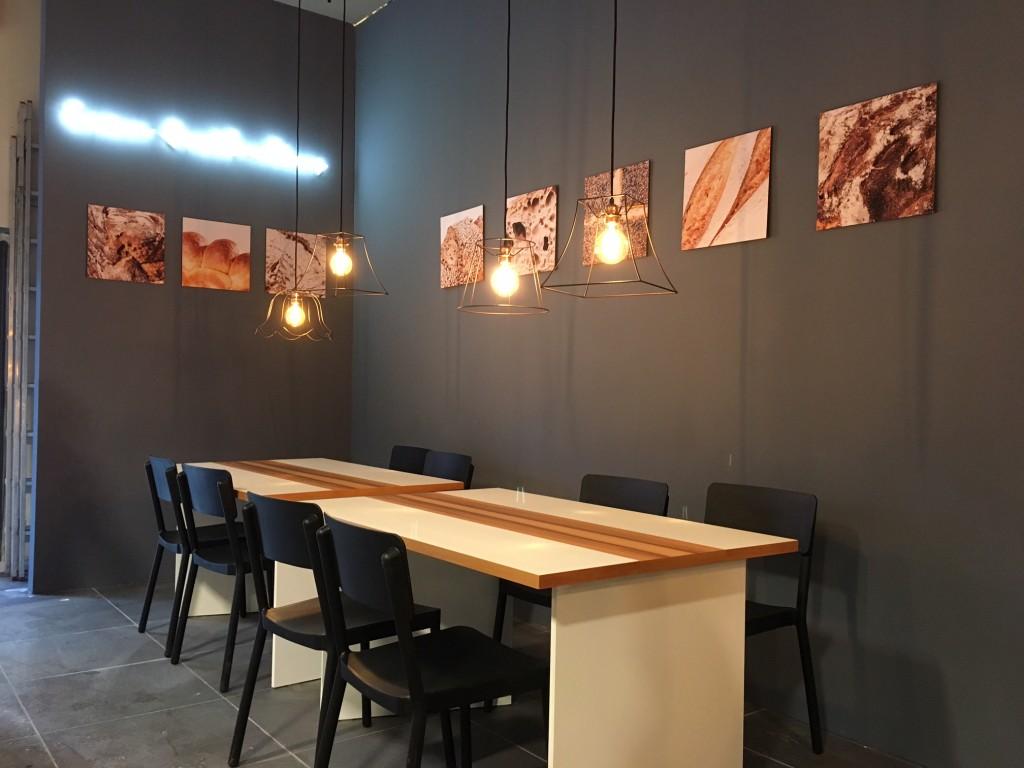 Leuchtschrift Fotos und Cafebereich